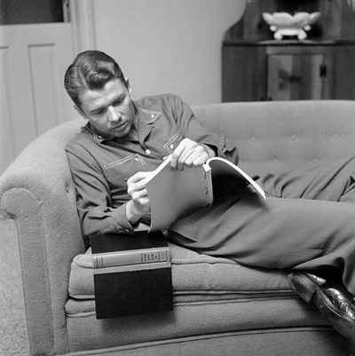 A casual photo of Audie Murphy