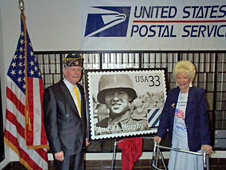 Audie Murphy commemorative stamp petition founders, James and Diane Thomason of Quinlan, Texas, at the stamp's unveiling on October 24, 1999.